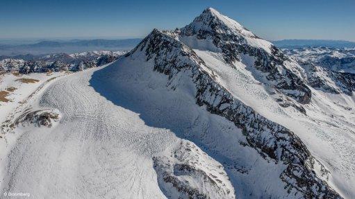 Chilean mine group warns pending glacier bill could shut down deposits
