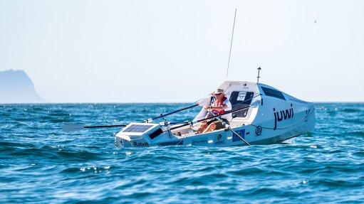 Zirk Botha halfway in rowing voyage