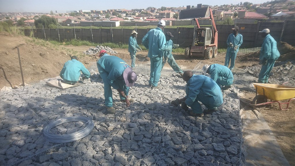 ROCK SOLID TRAINING The partnership between Gabion Baskets and Tjeka Training Matters aims to raise the standards of gabion structure installations in South Africa
