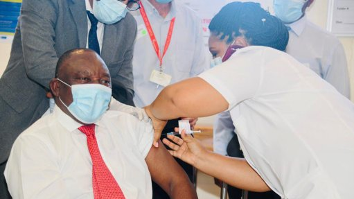 Ramaphosa, Mkhize receive J&J vaccine in Khayelitsha
