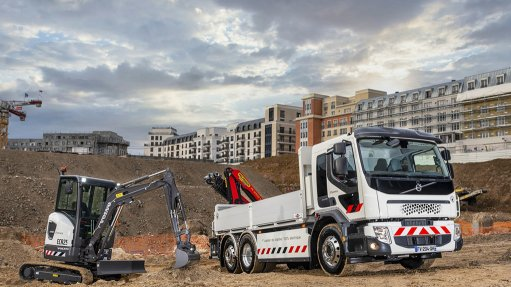 FIRST STEP  This first delivery in France represents – for both Volvo CE and Volvo Trucks – an important and real step on the way to zero emissions