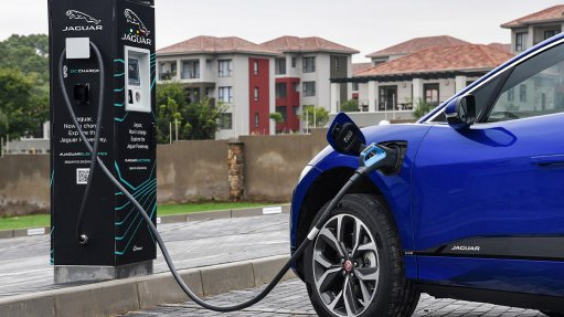 Jaguar Land Rover SA shows the AA the ropes on EV recovery