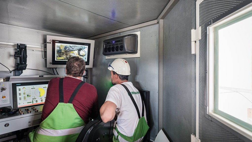 SAFETY AND COMFORT The machine operator controls the cutting drum from inside an air-conditioned control cabin