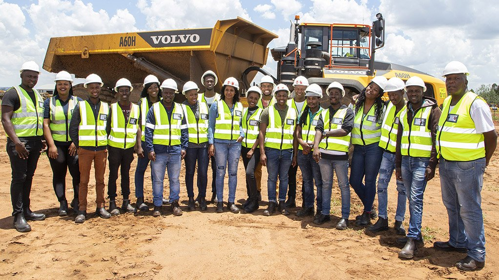 OPEN PIT PRACTICAL Twenty community members attended a 30-day mobile machinery for surface mining training programme in 2019