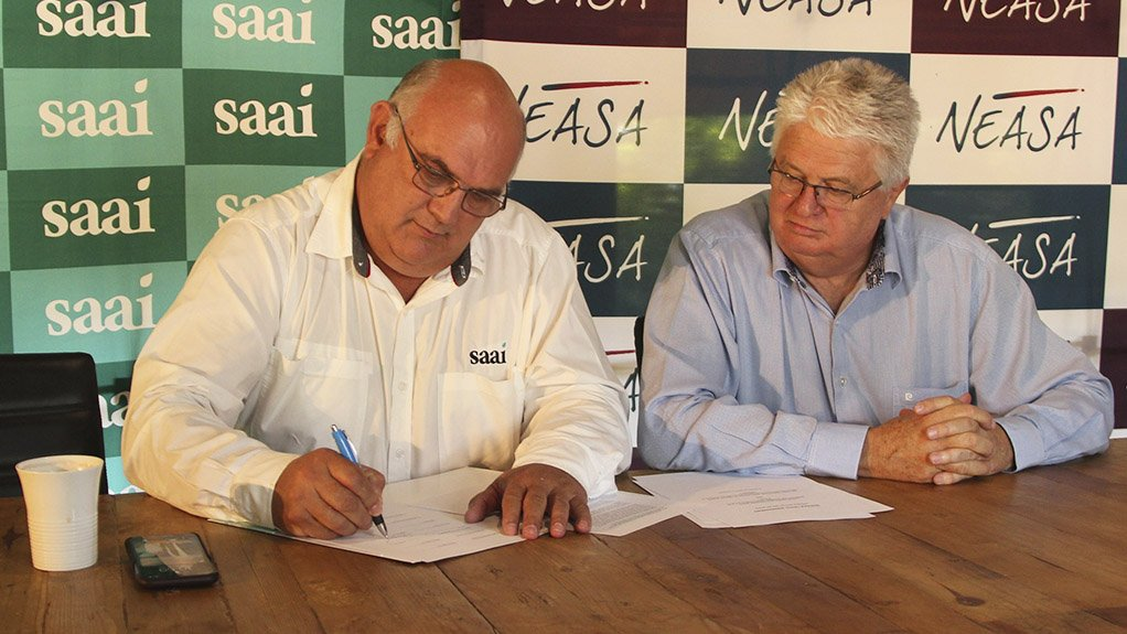 Saaichairperson Dr Theo de Jager and Neasa CE Gerhard Papenfus