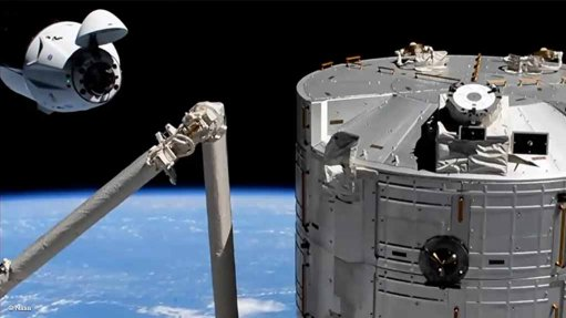 SpaceX Crew DragonEndeavour(upper left) approaches the ISS (right foreground) for docking