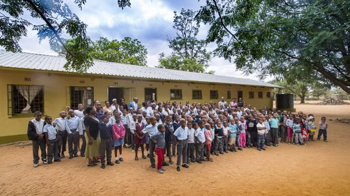 MEDIE PRIMARY SCHOOL ASSEMBLY  Back to school for Medie primary school and back to work for Minergy Coal to provide electricity and computers to learners