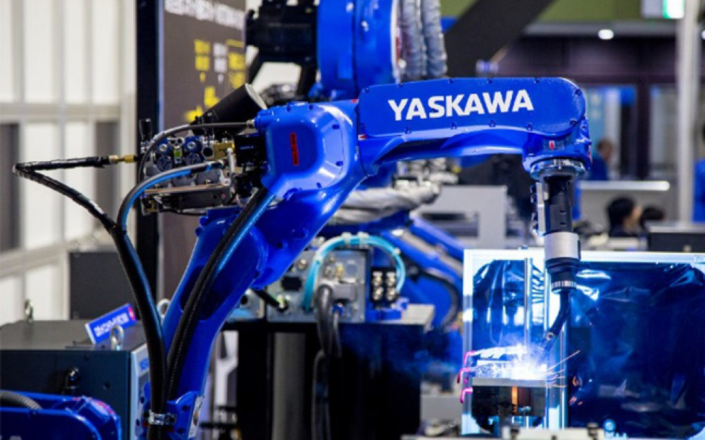 HUMAN-MACHINE COLLABORATION Robots will always require quality assurance, operators and support staff