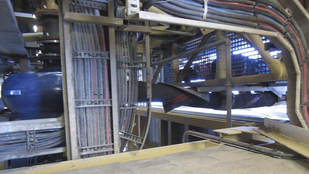The Linatex® 808 hard wall hose being installed at Namdeb's Sendelingsdrift site