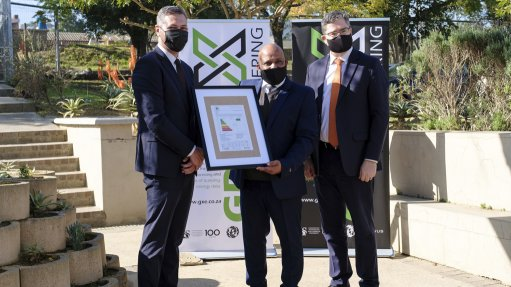 Cloetesville Primary School principal Rodger Cupido (pictured centre) receives the energy performance certificate, and is joined by Western Cape Education Department education planning DDG Salie Abrahams and SU COO professor Stan du Plessis.