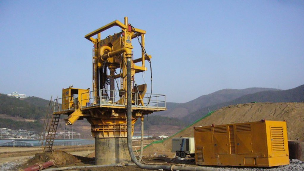PILE TOP DRILL RIG A stringer attachment keeps the drill bit within the ore vein