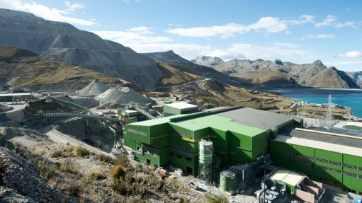 An image showing buildings on a mine site in Peru.