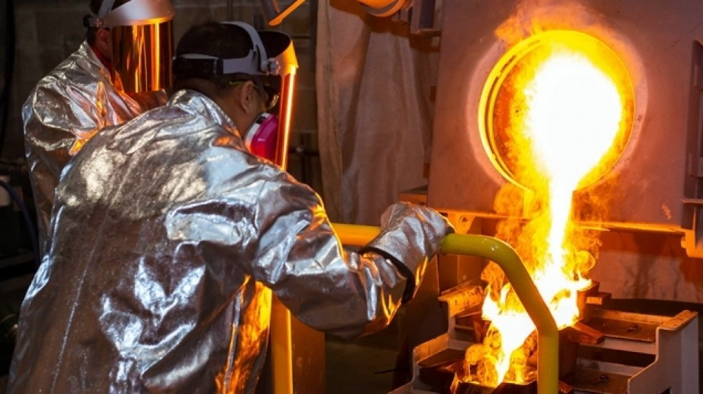 An image of a gold pour under way.