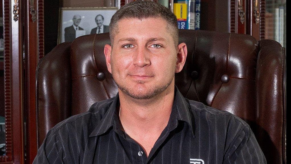 Thos Begbie sales engineer Esli Bantjes sat at a desk discussing copper recycling for platinum smelters