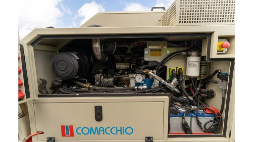 A photo of a Commachio drill rig equipped with Dynaset HPW hydraulic high pressure water pump