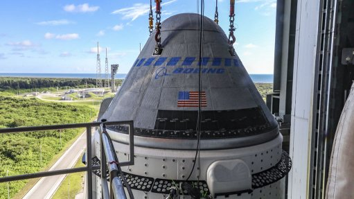 An image of a Starliner capsule on top of the Atlas V rocket in the VIF