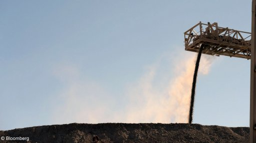 An image of ore being crushed.