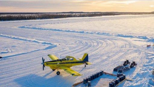 An image of an aeroplane landing on ice/snow.