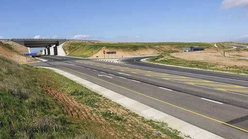 A photo of the Hopefield interchange on the N7 in the Western Cape
