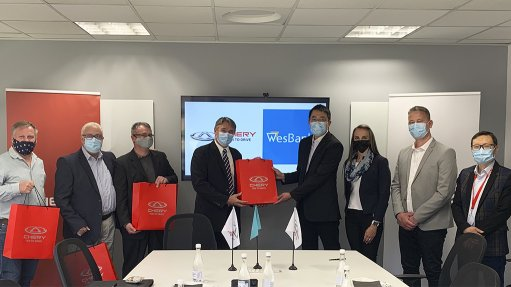 Image of the signing of the Chery SA and WesBank finance agreement