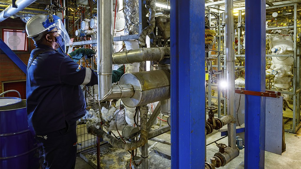 Photo of research under way at Sasol Research & Technology
