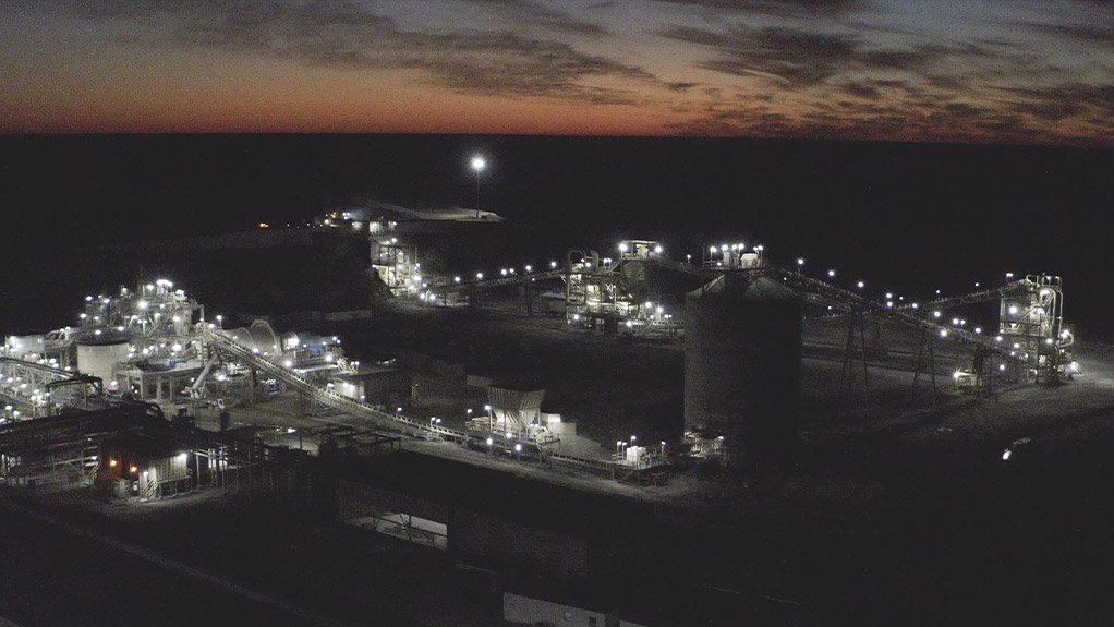 Night picture of Khoemacau Boseto processing plant.