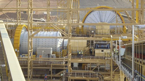 AG/SAG ball mill in operation