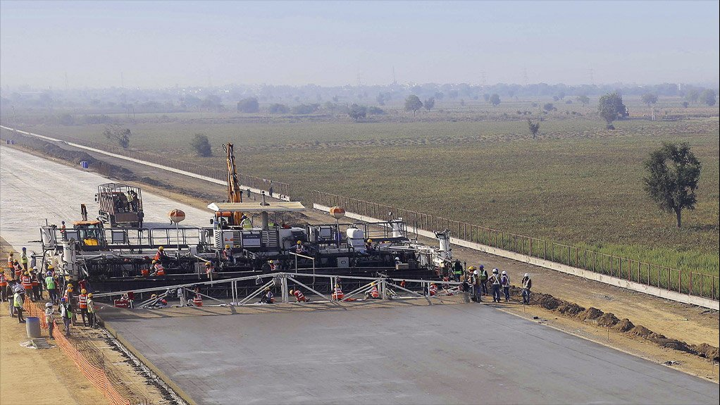 Wirtgen SP 1600 slipform paver sets world records during concrete paving in India