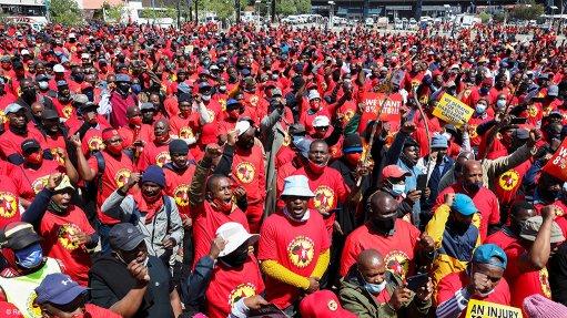 An image of Numsa members on strike