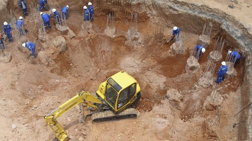 Image of SRK Consulting working on a mine site in West Africa