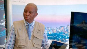Herman Mashaba leaves stage as Alex residents pelt him with papers, bottles