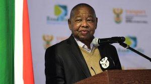 Nzimande promises R1bn in bursaries to poor students