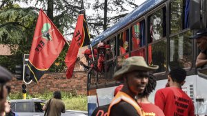 Farm protests: Buses of EFF supporters arrive in Senekal