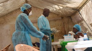 Guinea tracks potential Ebola contacts, says can overcome new outbreak
