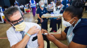 Solidarity will take employers who dismiss employees over vaccinations to court