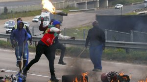 image showing the KZN protesters during the unrest
