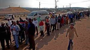 Image of South African voters at the poll station